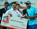 Thilan Samaraweera picks up the Man-of-the-Match award, Sri Lanka v New Zealand, 1st match, Compaq Cup, Colombo, September 8, 2009