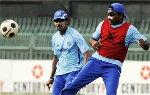 Mahela Jayawardene and Tillakaratne Dilshan try out something in Colombo that Joe Denly is unlikely to in the near future