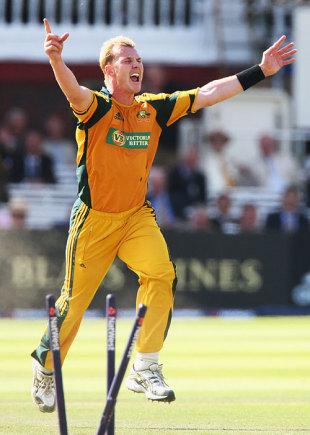 Brett Lee celebrates the dismissal of Adil Rashid, England v Australia, 4th ODI, Lord's, September 12, 2009