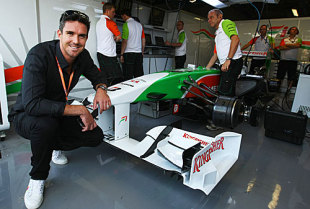 Kevin Pietersen poses at the Force India garage at the Italian Grand Prix