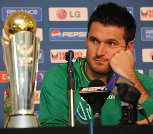Graeme Smith glances at the Champions Trophy during a press conference, Potchefstroom, September 17, 2009