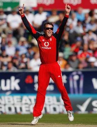 Graeme Swann took a career-best 5 for 28, England v Australia, 7th ODI, Chester-le-Street, September 20, 2009