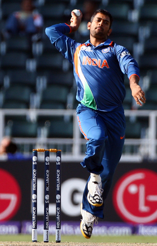 One for the album: MS Dhoni runs in hard, India v West Indies, Champions Trophy, Group A, Johannesburg, September 30, 2009