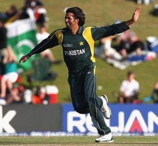 Mohammad Asif celebrates Cameron White's wicket, Australia v Pakistan, ICC Champions Trophy, Group A, Centurion, September 30, 2009