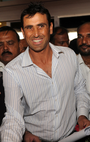 Younis Khan arrives at the airport, Karachi, October 5, 2009