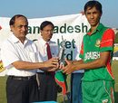 Shaker Ahmed receives the Man-of-the-Match award for his 4 for 43, Bangladesh Under-19 v England Under-19, 1st Youth ODI, Chittagong, October 23, 2009