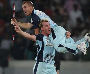 Brett Lee hoists David Warner in celebration, New South Wales v Trinidad & Tobago, Champions League Twenty20 final, Hyderabad, October 23, 2009