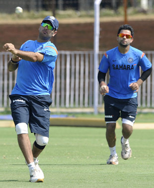 Yuvraj Singh and Virat Kohli go through the fielding drill, Vadodara, October 24, 2009