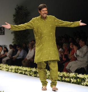 Kapil Dev walks the ramp during the Wills India Fashion Week, New Delhi, October 24, 2009