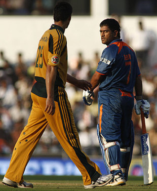 MS Dhoni isn't terribly pleased with Mitchell Johnson, India v Australia, 2nd ODI, Nagpur, October 28, 2009
