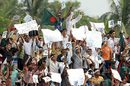 Bangladesh fans cheer as Zimbabwe collapse, Bangladesh v Zimbabwe, 4th ODI, Chittagong, November 3, 2009