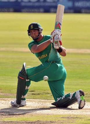 Jacques Kallis collects through the leg side during his 81, South Africa v Zimbabwe, 2nd ODI, Centurion, November 10, 2009