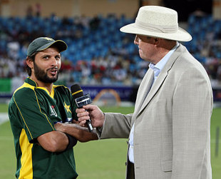 Tony Greig interviews Shahid Afridi at the toss, New Zealand v Pakistan, 1st Twenty20 International, Dubai, November 12, 2009