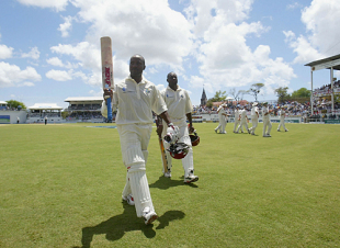 Brian Lara after leaves the field reclaiming the world record