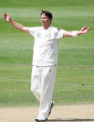 Shane Bond marked his return to Test cricket with a five-for, New Zealand v Pakistan, 1st Test, Dunedin, 4th day, November 27, 2009