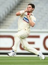 Scott Walter runs in to bowl, Victoria v Queensland, Sheffield Shield, Melbourne, 1st day, November 27, 2009