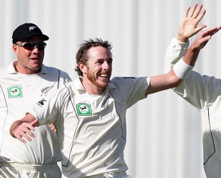 Iain O'Brien celebrates Umar Gul's wicket, New Zealand v Pakistan, 1st Test, Dunedin, 5th day, November 28, 2009