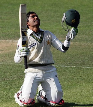 Umar Akmal lit up Pakistan's innings with a century, New Zealand v Pakistan, 1st Test, Dunedin, 3rd day, November 26, 2009