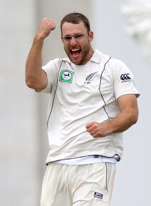 Daniel Vettori celebrates a wicket, New Zealand v Pakistan, 2nd Test, Wellington, 1st day, December 3, 2009