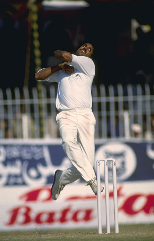 Kapil Dev in action, 1989