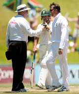 Graeme Swann was frustrated to be thwarted by the UDRS when Morkel was given not out on review, South Africa v England, 1st Test, Centurion, December 17, 2009
