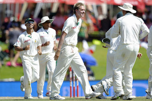 Paul Harris is jubilant after claiming the important wicket of Paul Collingwood, South Africa v England, 1st Test, Centurion, December 18, 2009