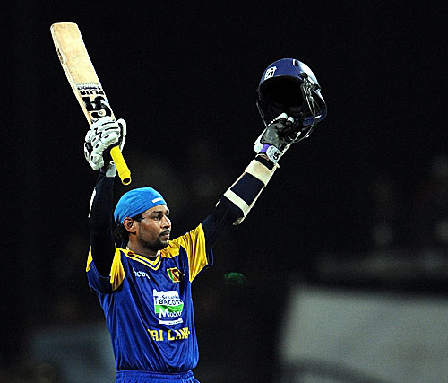 Tillakaratne Dilshan celebrates his second consecutive hundred