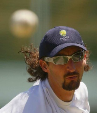 Jason Gillespie at a training session, Sydney, January 20, 2004