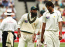 Mohammad Yousuf chats with Abdur Rauf on the second morning, Australia v Pakistan, 1st Test, Melbourne, December 27, 2009