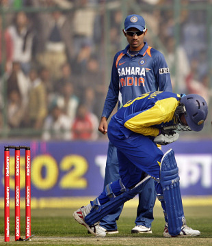 Tillakaratne Dilshan received a firm blow to the forearm, India v Sri Lanka, 5th ODI, December 27, 2009