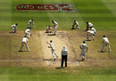 Nathan Hauritz bowls with nine men around the bat, Australia v Pakistan, 1st Test, Melbourne, 5th day, December 30, 2009