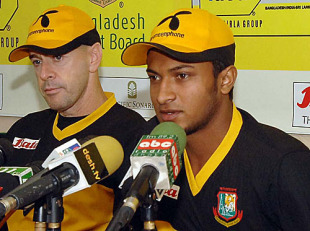 Jamie Siddons and Shakib Al Hasan address the media, Mirpur, January 3, 2010