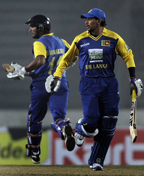 Kumar Sangakkara and Tillakaratne Dilshan run hard