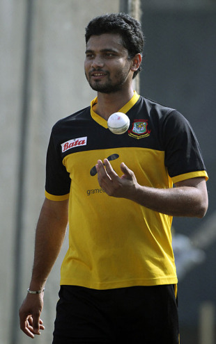 Mashrafe Mortaza readies to have a bowl at the nets, Dhaka, January 6, 2010