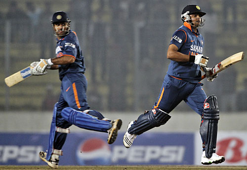 MS Dhoni and Suresh Raina run hard between the wickets