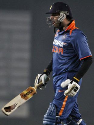 Yuvraj Singh falls cheaply, Bangladesh v India, Tri-series, 6th ODI, Mirpur, January 11, 2010