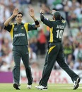 Umar Gul and Shahid Afridi celebrate a wicket, Ireland v Pakistan, ICC World Twenty20 Super Eights, The Oval, June 15, 2009