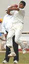 Aavishakar Salvi steams in, Karnataka v Mumbai, Ranji Trophy final, Mysore, 2nd day, January 12, 2010