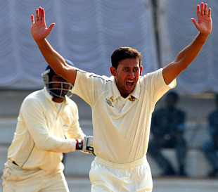 Ajit Agarkar gets an early wicket for Mumbai, Karnataka v Mumbai, Ranji Trophy final, Mysore, 3rd day, January 13, 2010
