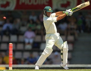 Ricky Ponting cuts on the way to a double-century, 3rd Test, Australia v Pakistan, 2nd day, Hobart, January 15, 2010
