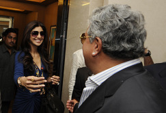 Shilpa Shetty greets Vijay Mallya ahead of the IPL auction, Mumbai, January 19, 2010