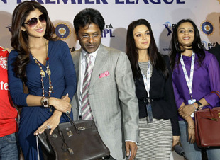 Shilpa Shetty, Lalit Modi, Preity Zinta and Gayatri Reddy pose for the cameras, Mumbai, January 19, 2010