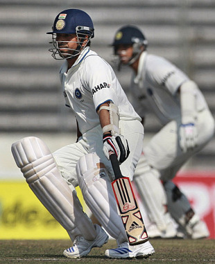 Sachin Tendulkar and Rahul Dravid complete a run, Bangladesh v India, 2nd Test, Mirpur, 2nd day, January 25, 2010