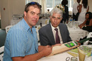 Heath Streak gifted Shyam Bhatia an autographed bat during the luncheon as a special thank you, 28 January, 2010