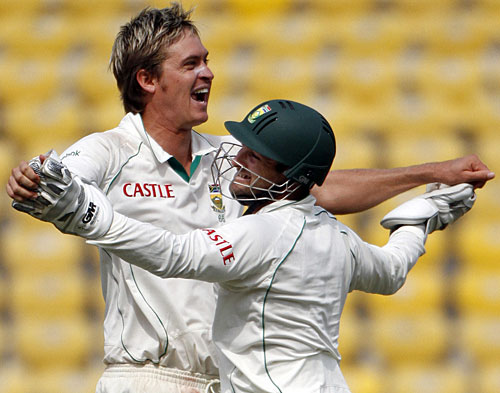 Paul Harris and Mark Boucher celebrate MS Dhoni's dismissal