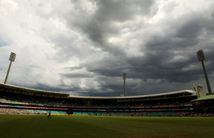 The weather closes in at the SCG, Australia v West Indies, 3rd ODI, Sydney, 12 February, 2010
