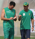 Kepler Wessels and Graeme Smith have their fingers crossed over the latter's injury, Kolkata, February 13, 2010