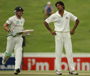 Shahadat Hossain is frustrated by the run-glut, New Zealand v Bangladesh, only Test, Hamilton, 2nd day, February 16, 2010