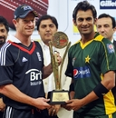Pakistan's win in the second game means they share the series with England, England v Pakistan, 2nd Twenty20, Dubai, February 20, 2010