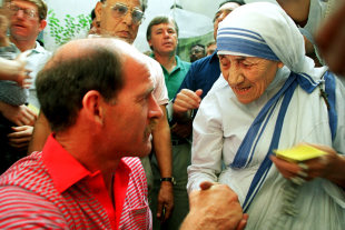 South African captain Clive Rice meets Mother Teresa, Calcutta, November 9, 1991